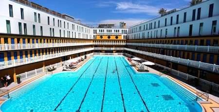 Historia y abandono: la piscina del Hotel Molitor hoy reluce bajo el sol parisino rodeada de diseño contemporáneo