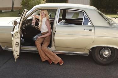 ¿Buscas ser una diva de los 70? Fíjate en Lara Stone para H&M
