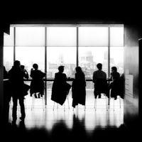 Centra la conversación emplazando a la próxima reunión