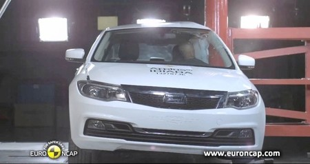 El Kia Carens y el Qoros 3 chino sacan 5 estrellas EuroNCAP