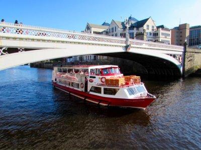 Excursión en barco para contemplar York, la capital del norte