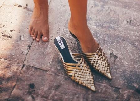 Cuatro zapatos dorados ideales para el verano con los que las piernas parecerán aún más bronceadas