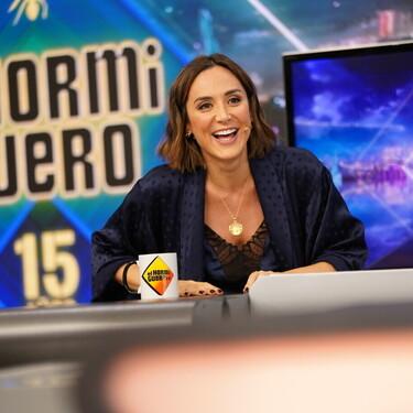 Tamara Falcó luce un look muy sexy en 'El Hormiguero' con un top lencero y una bata