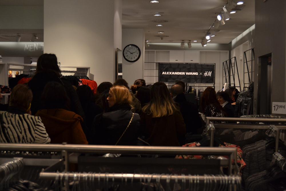 Foto de Alexander Wang x H&M, la colección llega a tienda (Madrid, Gran Vía) (10/27)