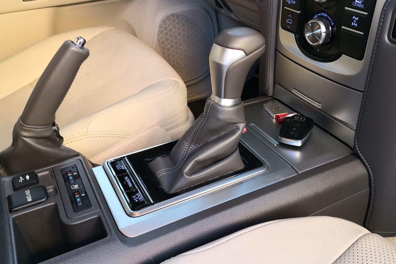 Foto de Toyota Land Cruiser Limited - Fotos interiores (13/25)