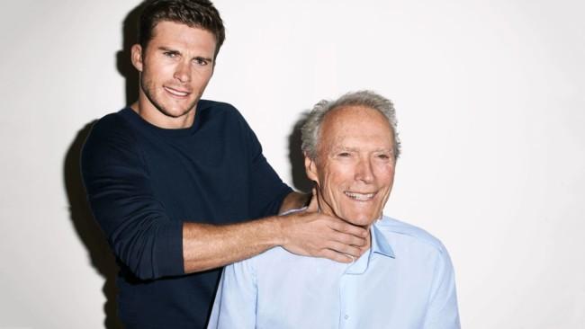 Scott Eastwood bromea con su padre