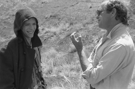 Nicolas Roeg con David Bowie en el rodaje de El hombre que cayó a la Tierra