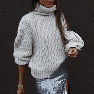 Las chicas de moda nos enseñan tres maneras diferentes de combinar una falda midi de lentejuelas