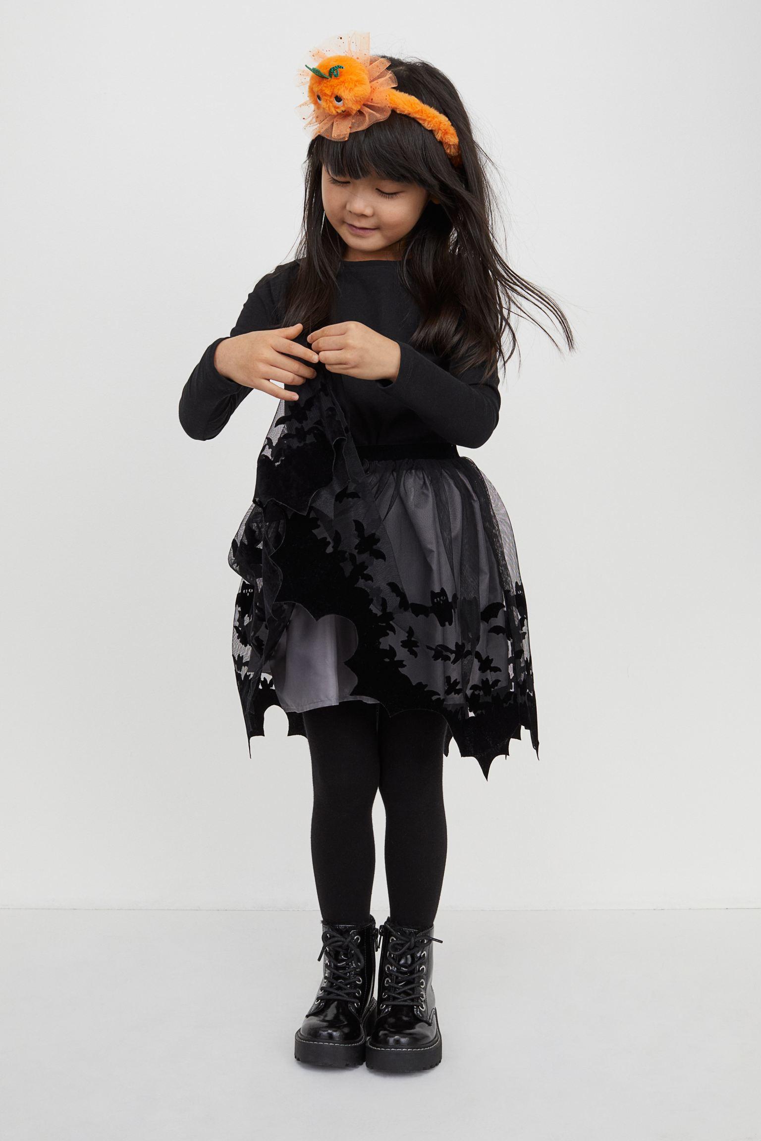 Falda con vuelo en tejido de tul con estampado afelpado y cintura elástica. Forrada.
