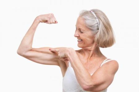 Los mayores deben consumir más proteína para generar masa muscular