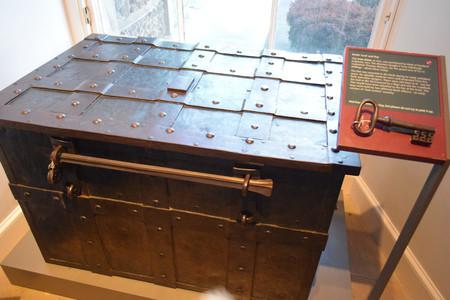 Caja fuerte Museo on the Mound
