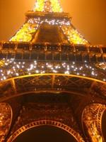 Se subasta un trocito de la Torre Eiffel