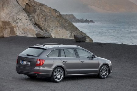 El Škoda Superb CR 140 TDI DSG 4x4 ya está disponible