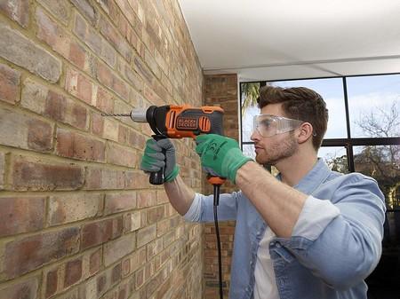Ideal para cualquier hogar, el taladro percutor de 850 W Black & Decker BEH850K-QS está rebajado a sólo 39,95 euros en Amazon
