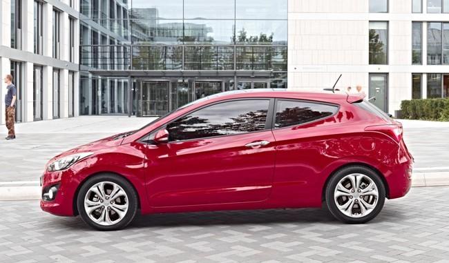 Hyundai i30 tres puertas rojo lateral