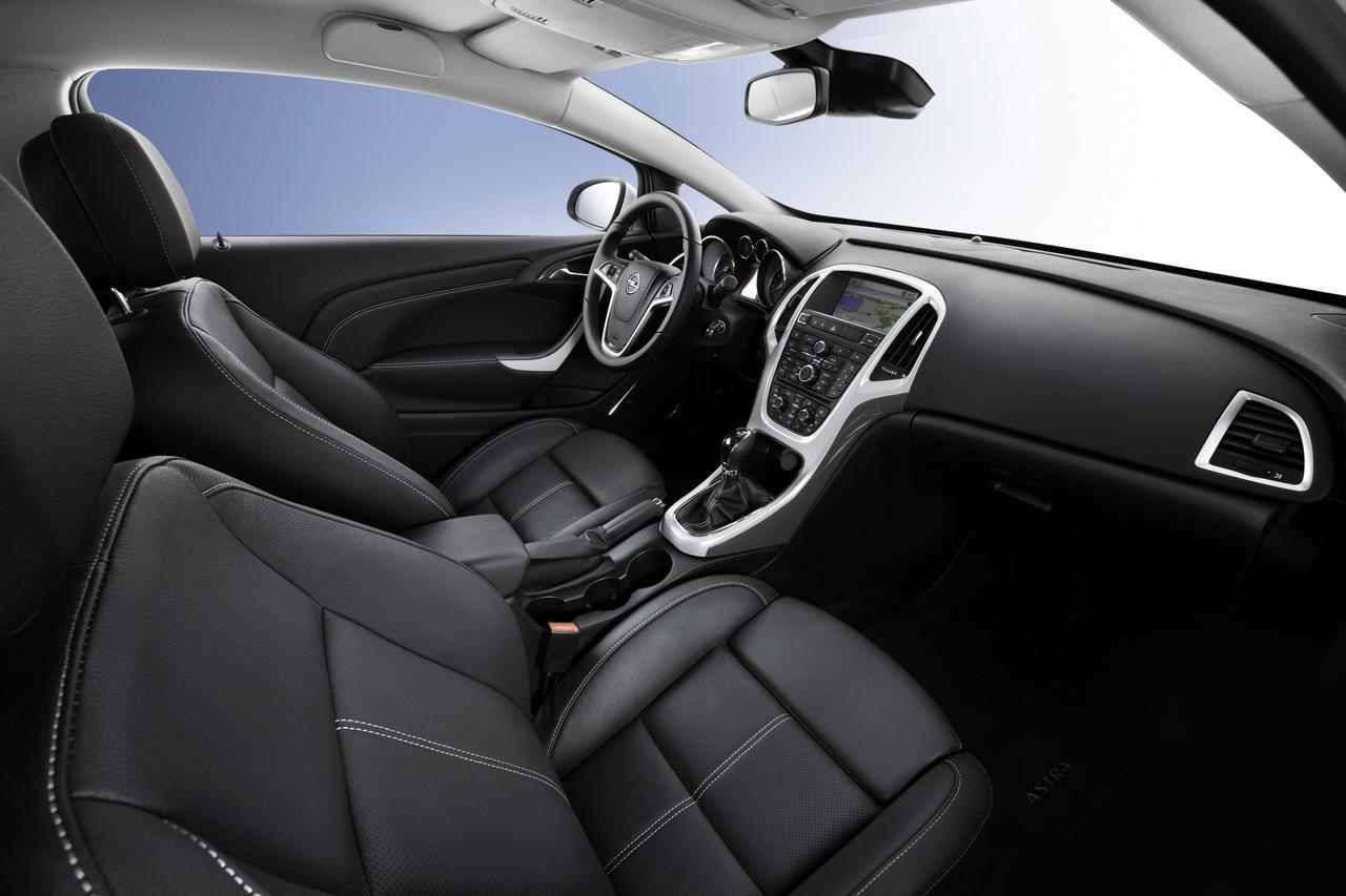 Foto de Opel Astra GTC (38/90)
