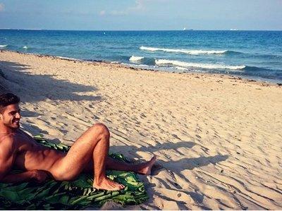 Día de cuerpos serranos: Maxi Iglesias sin bañador y Milo Ventimiglia sin camisa en Ellen