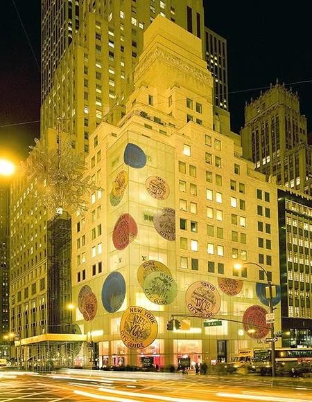 La tienda LV de la Quinta Avenida se viste de Navidad