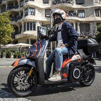 SEAT MÓtosharing se estrena con 632 scooters eléctricos compartidos sin carnet, de momento solo en Barcelona