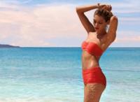 Días de sol y playa con Jessica Hart y Calzedonia