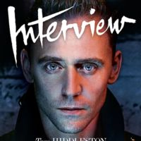 Tom Hiddleston, en cueros para Interview Magazine y con Benedict Cumberbatch preguntando