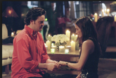 """Copió la proposición de Chandler para que su chica, fan de Friends, dijera """"sí, quiero"""""""