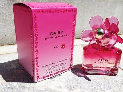 Si los perfumes de Marc Jacobs te enamoran, Daisy Kiss está hecha para ti. La probamos