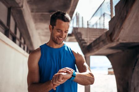 Día del padre: pulseras inteligentes y relojes deportivos para regalar a padres deportistas