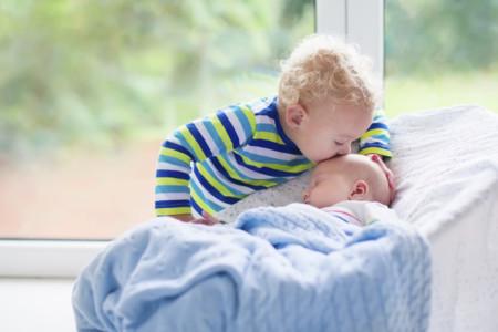 El segundo niño está en camino, ¿qué ropa y objetos se pueden heredar de un hermano a otro?
