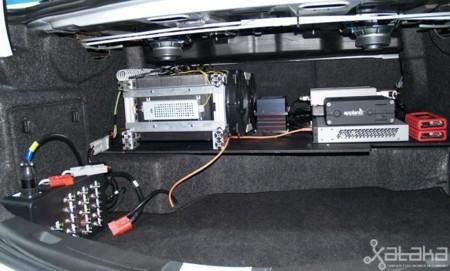 Ford coche autónomo MWC 2014 computador en el maletero