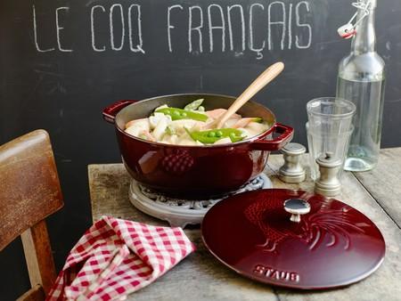 """STAUB estrena nueva cocotte, """"Le Coq Français"""", justo a tiempo para las fiestas de Navidad"""