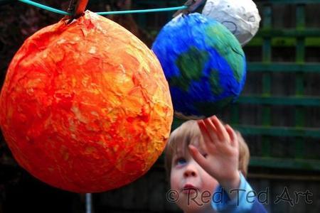 Manualidades con niños: cómo hacer el sistema solar con papel maché
