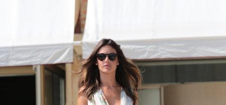 Alessandra Ambrosio se convierte en una ninfa de cuento de hadas por las calles de Venecia