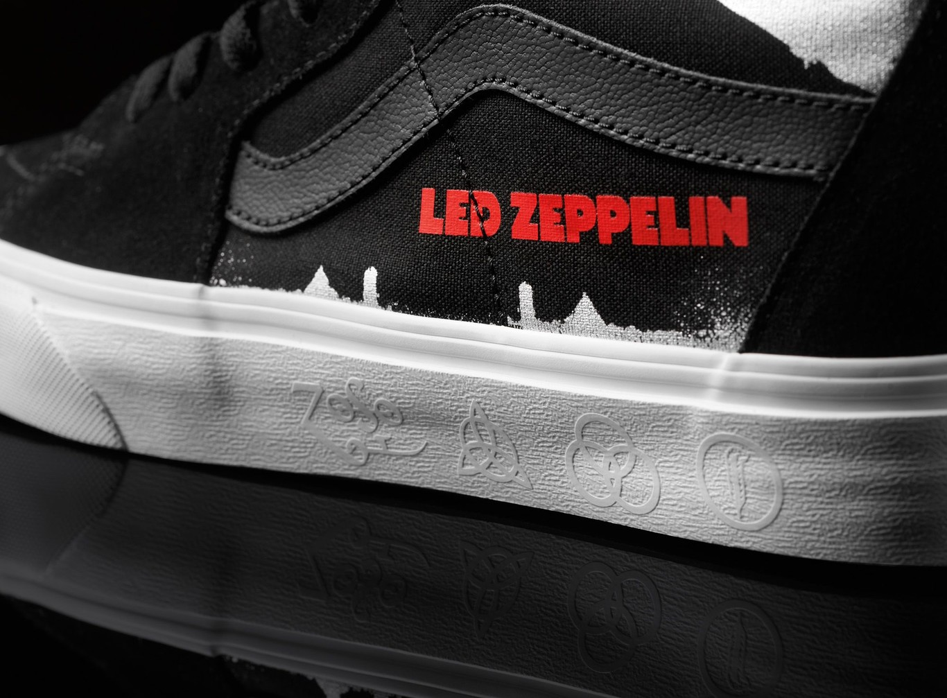 VANS celebra 50 años del disco homónimo de Led Zeppelin con una colección  llena de rock bd7c70144ae