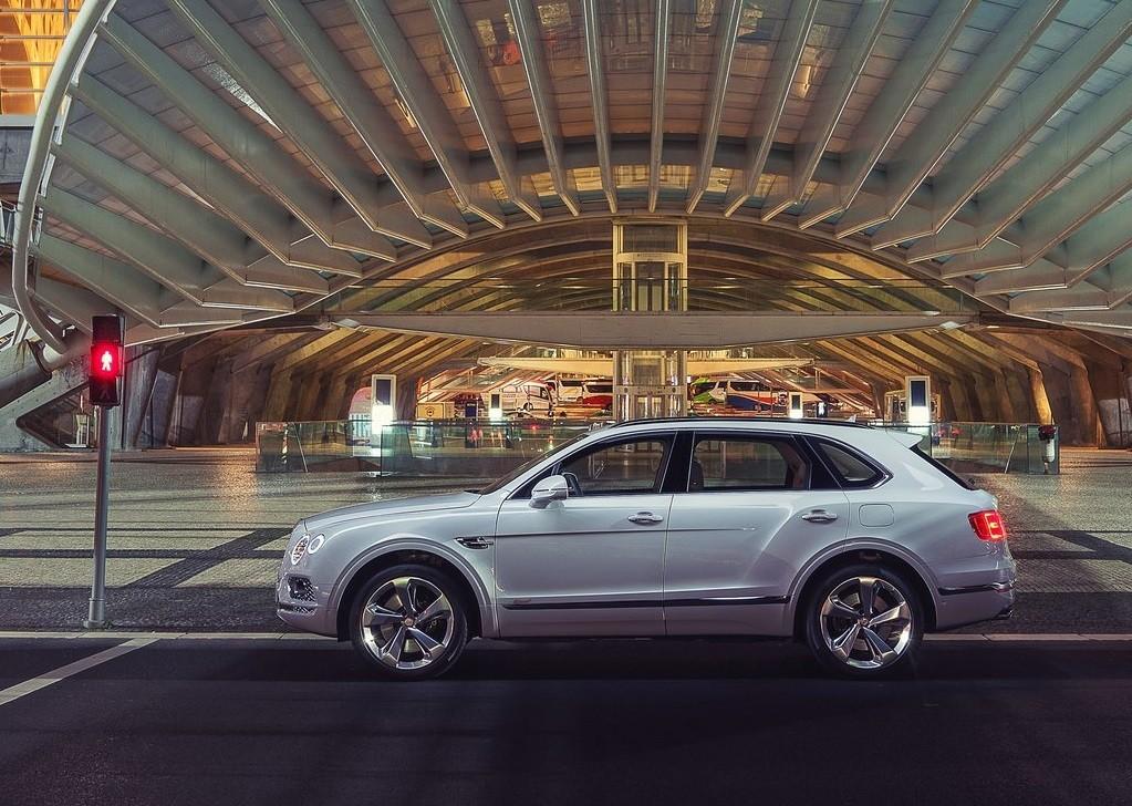 Foto de Bentley Bentayga Hybrid (15/23)