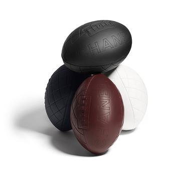 Chanel se suma a la celebración de la 8 edición de la Copa del Mundo de Rugby con 4 balones de cuero