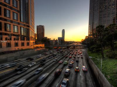 Hacer más carreteras provoca más tráfico, no menos