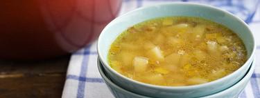 Cómo hacer sopa de puerro y patata, receta de cuchara fácil y deliciosa
