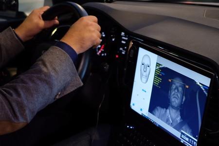 SEAT analizará a través de un software los gestos del conductor para evitar distracciones (y siniestros)