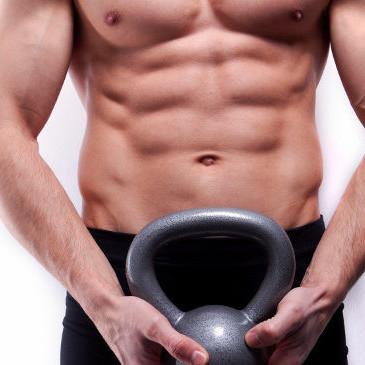 Abdominales con peso: suma intensidad con estas tres rutinas de ejercicios