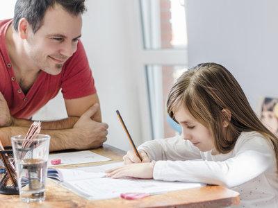 Cómo conseguir que tus hijos no te respondan al 'Cómo os ha ido el cole' con un 'Bien' a secas