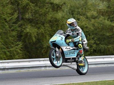 Espectacular victoria de campeón para Joan Mir en Moto3, una victoria dedicada a Ángel Nieto