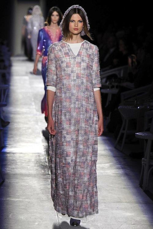 Foto de Chanel Alta Costura Otoño-Invierno 2012/2013: rosa, gris, brillos y nuevo vintage (39/61)