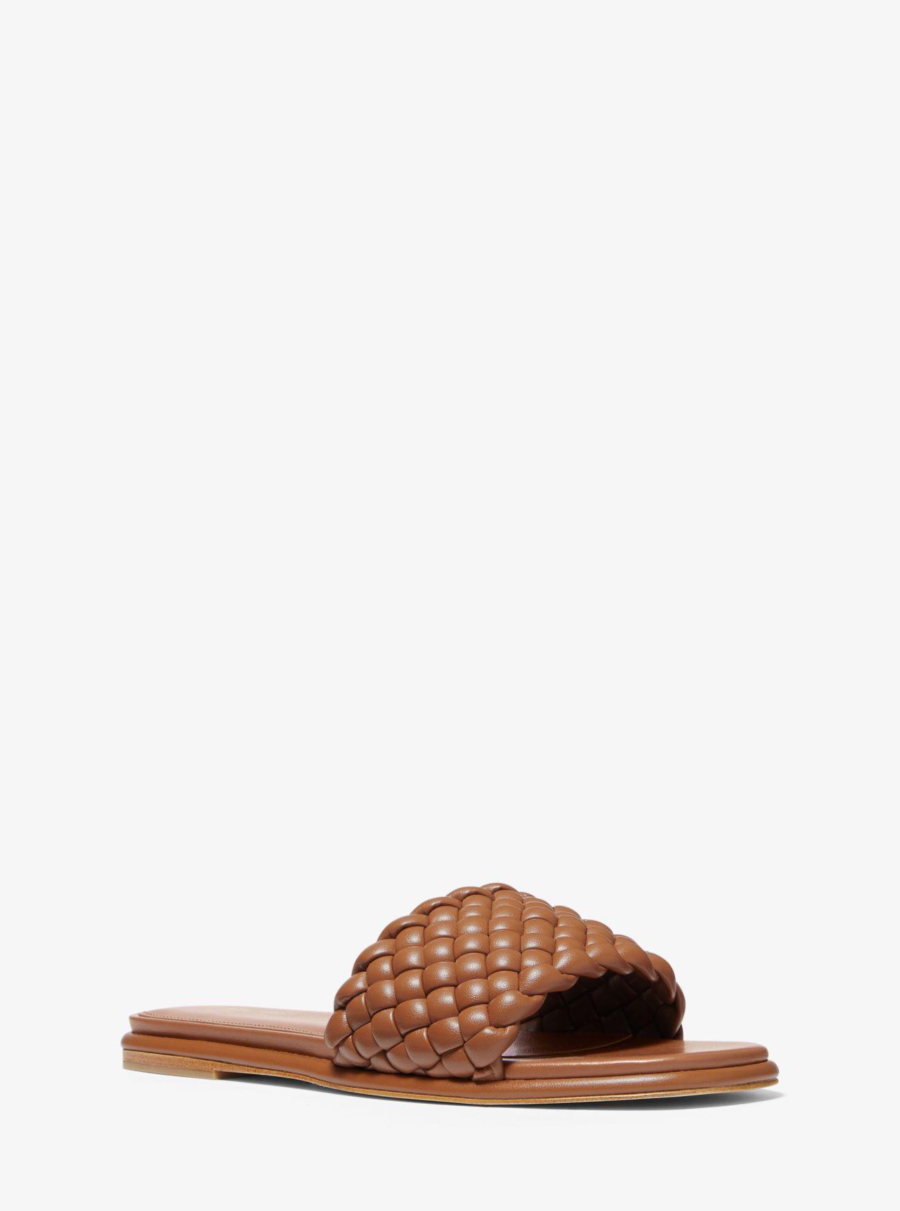 Sandalia trenzada marrón