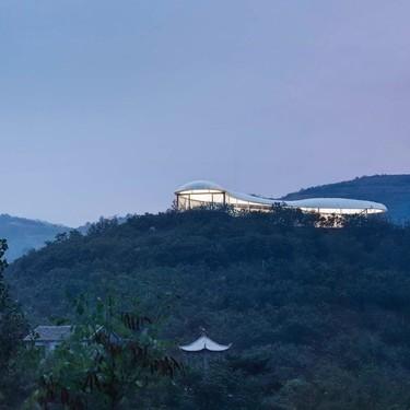 Jiunvfeng Study, el centro cultural en la cima de una montaña que nos recuerda una nube es sencillamente espectacular e inspirador