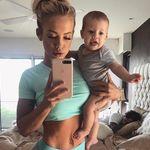 El ombligo postparto de una instructora de fitness se convierte en protagonista de un post de Instagram lleno de body-positive
