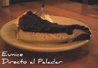 Receta de la tarta de queso fresco con salsa de arándanos