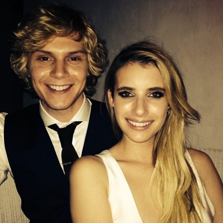 Emma Roberts y Evan Peters