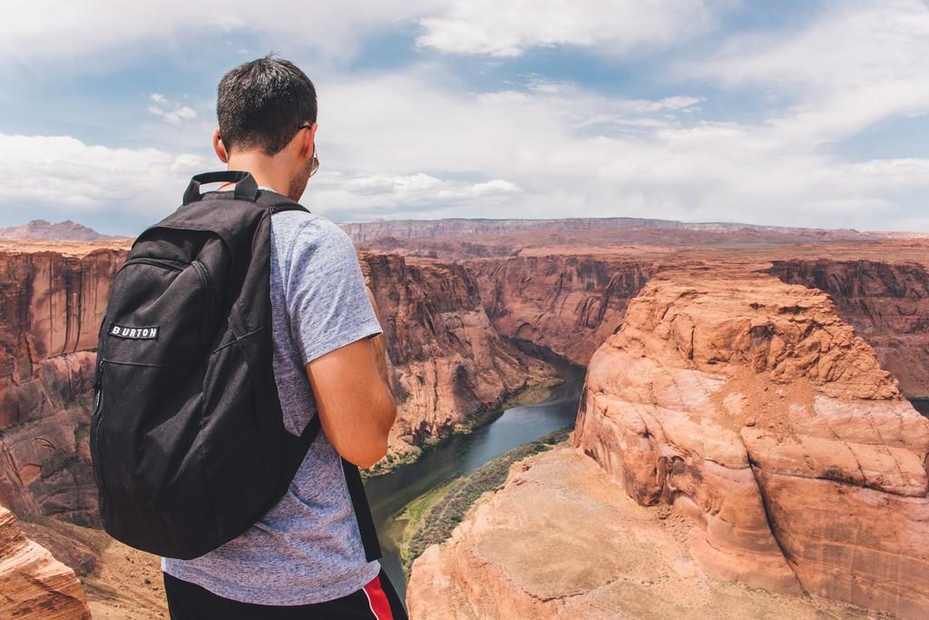 Una marca de zapatillas crea unas becas para viajeros: ¡cálzate y a ver mundo!