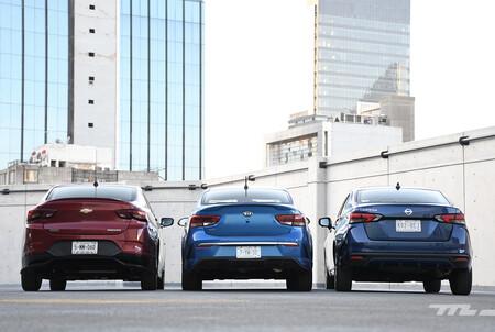 Nissan Versa Vs Chevrolet Onix Vs Kia Rio Mexico Opiniones Comparativa 7